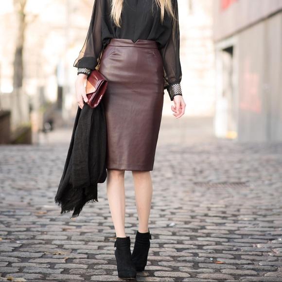 c943abdedc Zara Dark Brown Midi Pencil Faux Leather Skirt. M_5acccf4d2ae12f020d2d4411. Other  Skirts ...